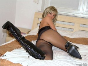 Astrig milf escort in Neutraubling