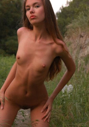 Zeinabou damen escort in Bad Iburg, NI